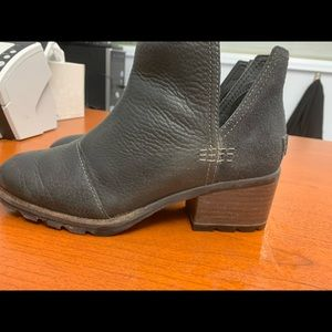 Sorel Cate cut out booties